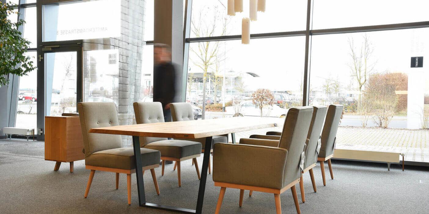 Handgefertigte Tische aus Massivholz